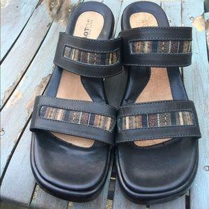 Women's Naot Double Strap Black Sandals 11/41 NWOT